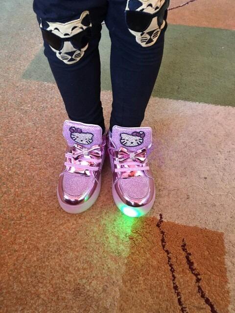 3ea9277e661 Tênis Menina Infantil Led Bebe Importado Hello Kitty Brilho - R  120 ...