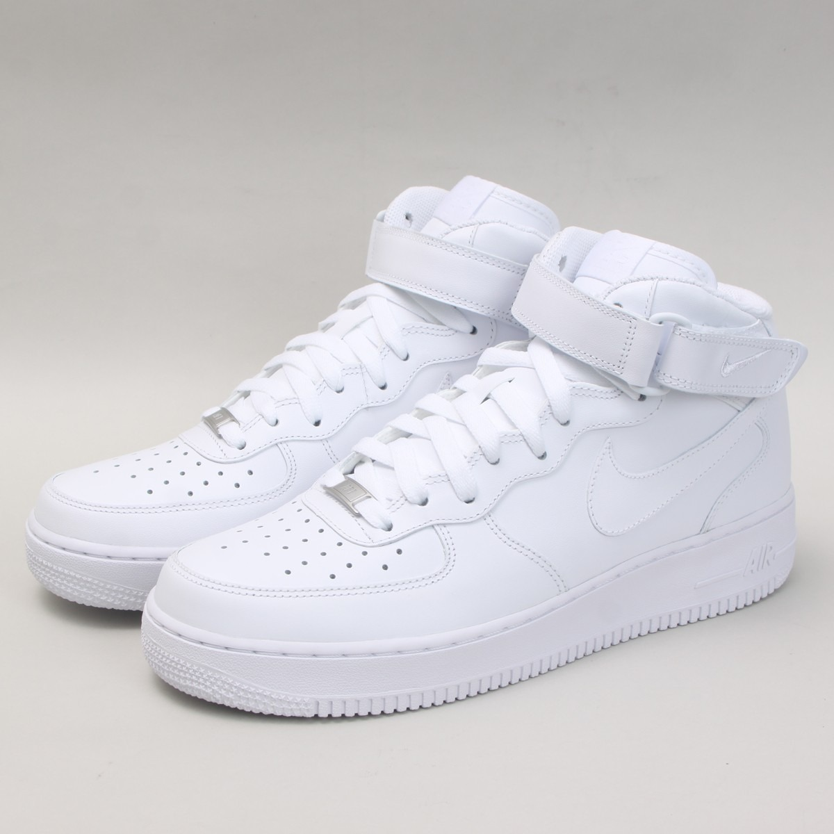 Tênis Nike Air Force 1 Mid 140b4baed983a
