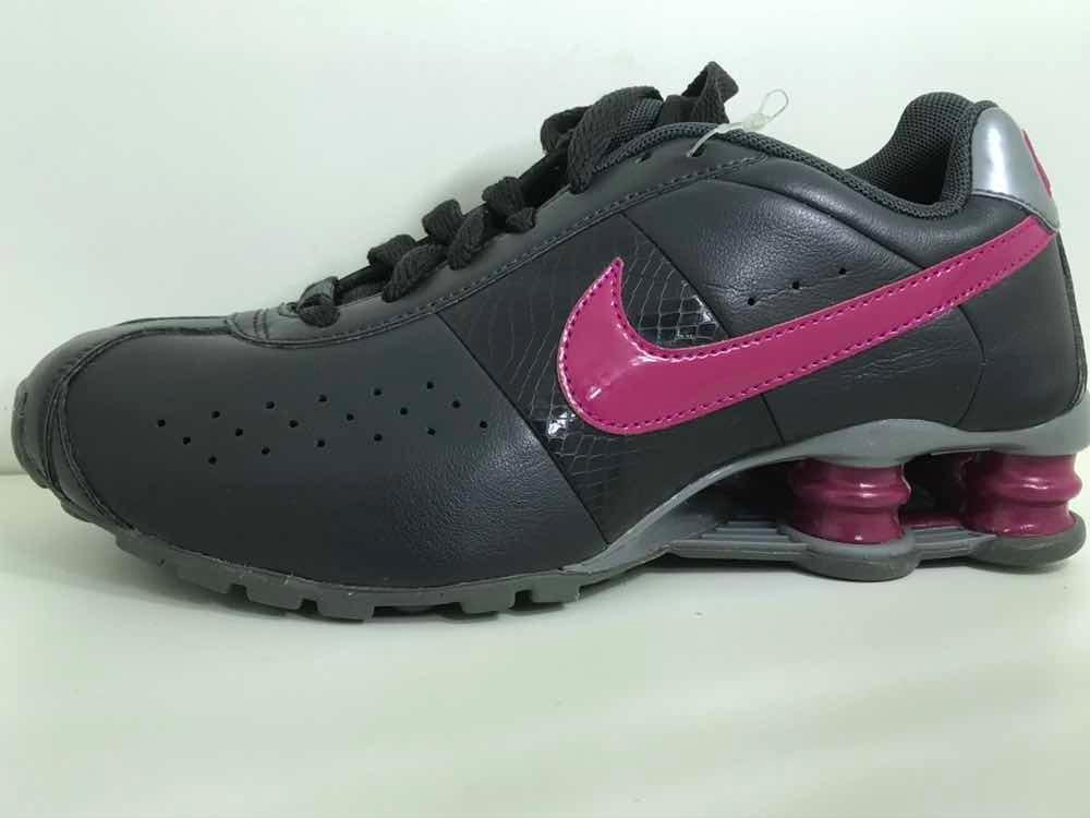 04bbc039452 tênis nike shox feminino cinza rosa original novo. Carregando zoom.