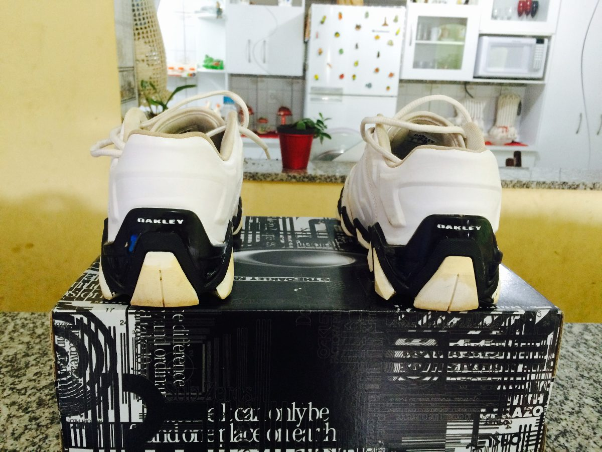 Tênis Oakley Teeth 4 ( Preto   Branco ) - R  300 edadb9db1bf