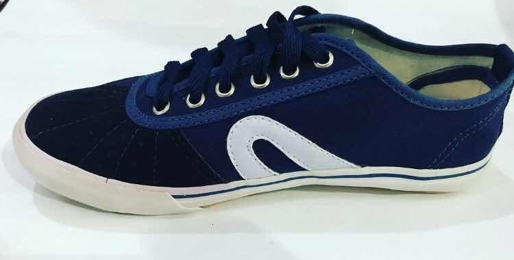 82f87dc0ddb tênis rainha vl 2500 vôlei futsal capoeira azul marinho · tênis rainha vôlei.  Carregando zoom.