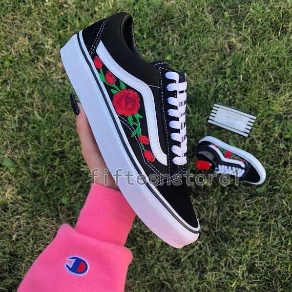 787f3a6e810 Tênis Vans Feminino Old Skool Calssic Roses Red Lançamento - R  138 ...