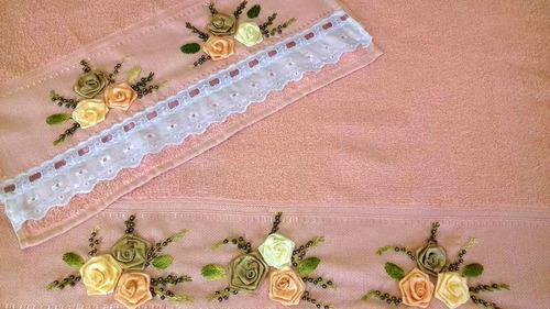 toalha de banho bordada com rosas e flores de fita