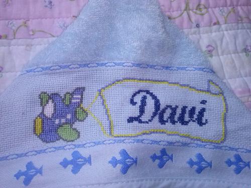 toalha de banho com capuz bordada em ponto cruz
