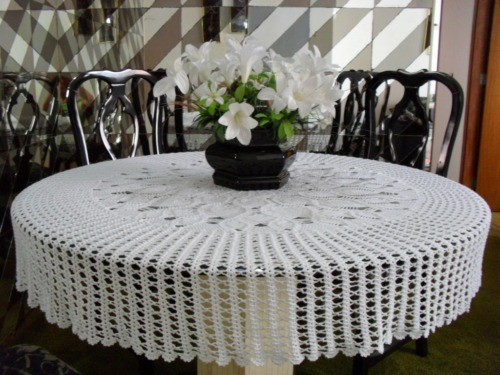 toalha de mesa circular em crochê (160 cm) - cores variadas