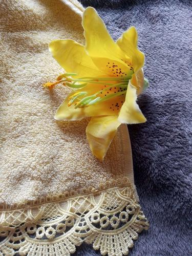 toalha de rosto amarelo claro 46x76cm com guipir dourado