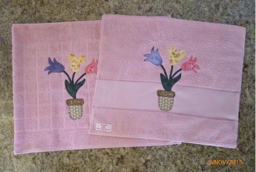 toalha de rosto  e tapete vaso de flor, tulipas, rosas!