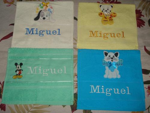 toalha escolar bordada com escudo do seu time ou tema .