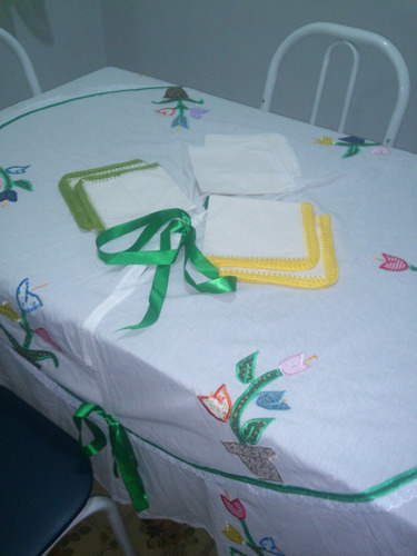 toalha redonda mais 06 quardanapos.