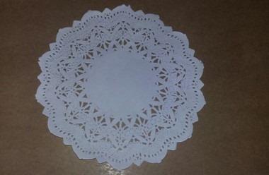toalha rendada papel mago 15cm (151) c/100 unids