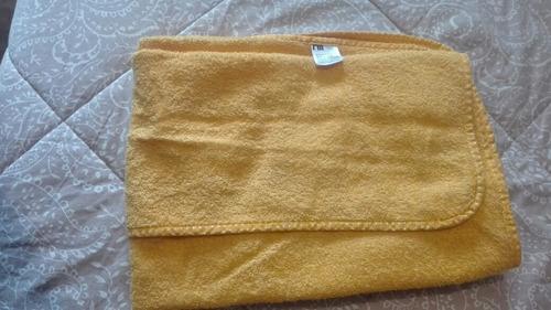toalla de bebe color naranja