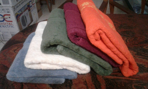toallas 100 algodón importado mide 1.60 x 90 ancho  5 x 50 $