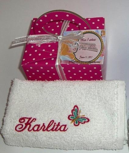 toallitas faciales bordadas en cajita decorada
