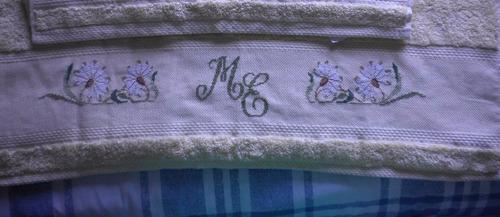 toallon bordado en punto cruz
