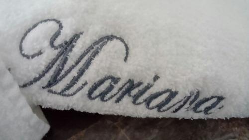 toallon con bordado de nombre personalizado