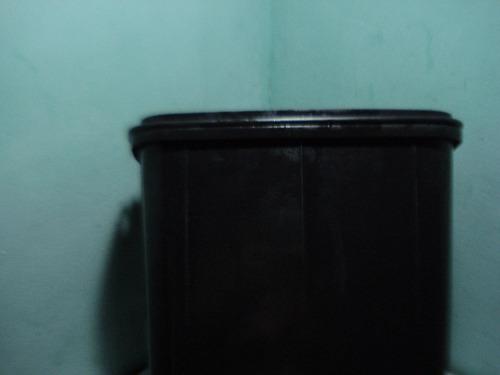 tobo o recipiente cuadrado 10lts  aza 33x25x20(usado)
