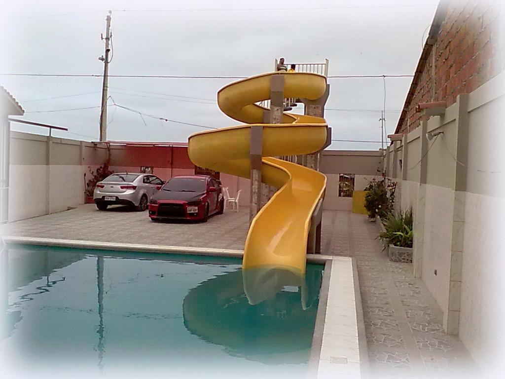 toboganes para piscinas fabricados con fibra de vidrio u