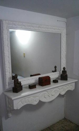 tocador con espejo en madera