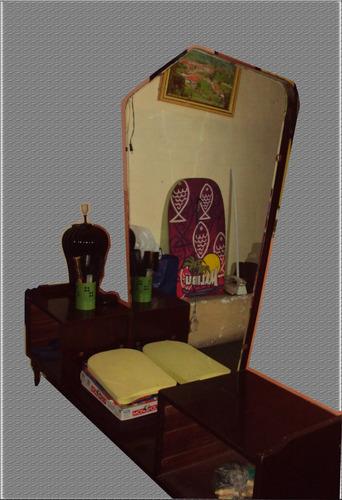 tocador en madera cedro con espejo... fino,poco uso