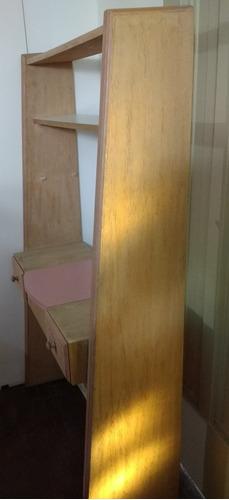 tocador, escritorio, biblioteca cajonera oculta con espejo.