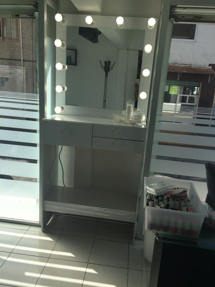 Tocador para maquillaje con luz 5 en mercado libre for Espejo tocador con luces