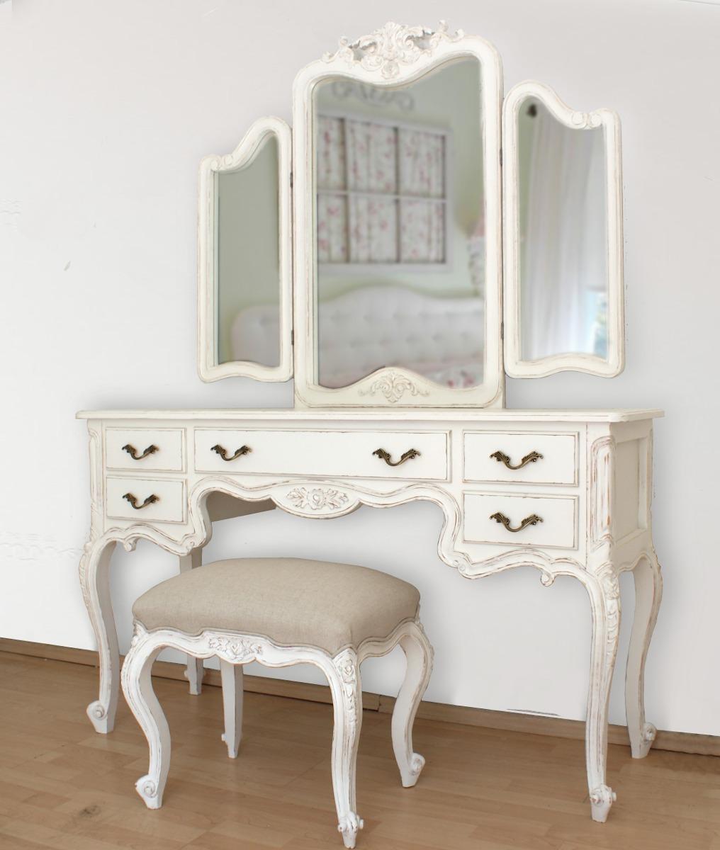 Tocador vintage tres espejos tallado en cedro con taburete Recamaras estilo vintage