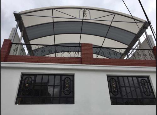 todo en ornamentación pues tras techos domo portones encerra