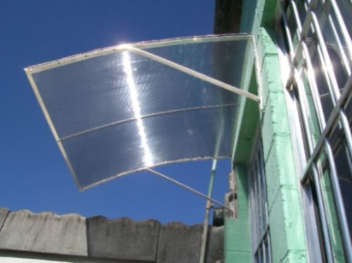 Toldo para porta em policarbonato com suporte de alum nio for Herrajes de aluminio para toldos