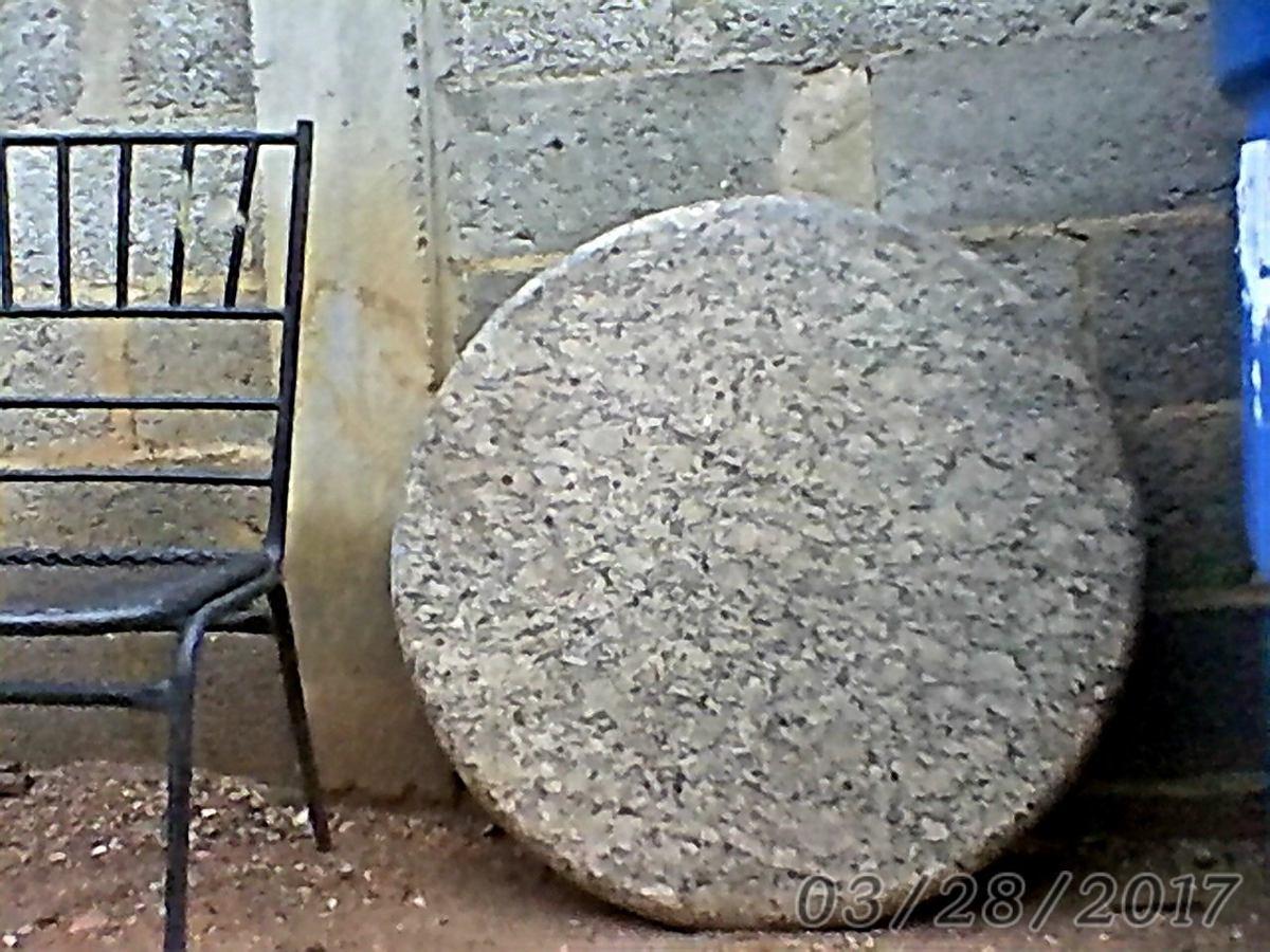 Tope de mesa de granito natural redonda muy elegante bs for Precio mesada granito