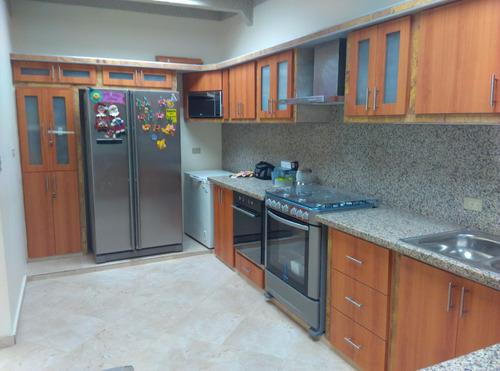 topes de granito, cocinas empotradas, closet, muebles de bañ