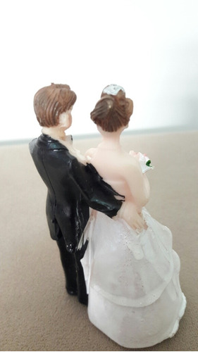 topo de bolo casal de noivos / noivinhos em resina