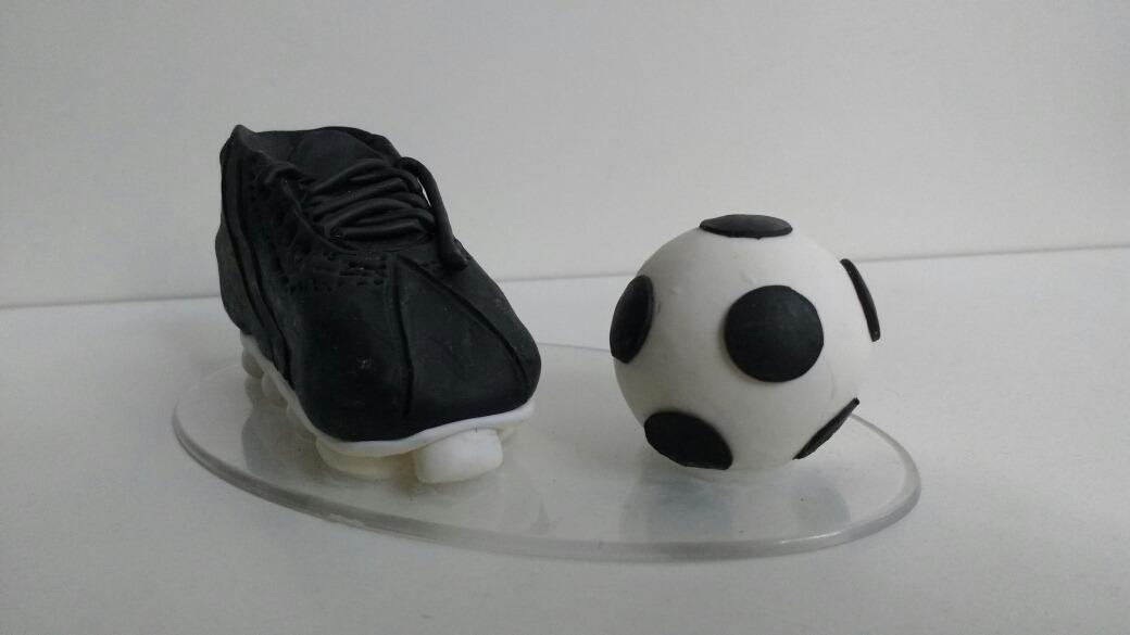 f937ca5df4 Topo De Bolo Em Biscuit Futebol Copa Chuteira E Bola - R  17
