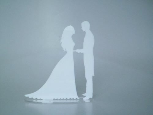 topo de bolo noivos em acrílico fumê com base para casamento