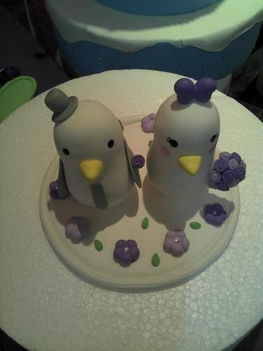topo de bolo passarinho/pombinho em biscuit