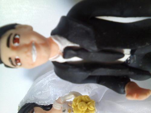 topo de bolo personalizado em bisquit noivos tradicionais