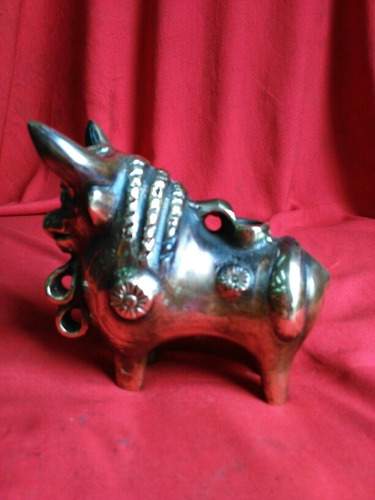 torito de pucara en bronce