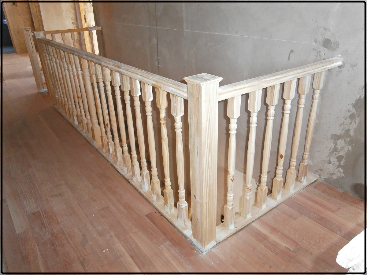 Barandales para escaleras de madera pasamanos foto bello for Barandas de madera para escaleras interiores