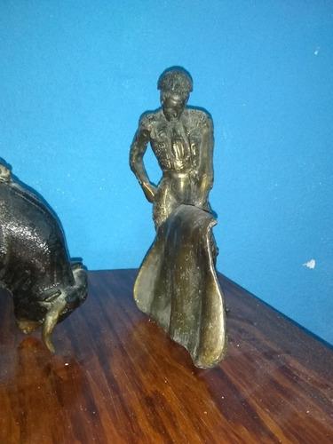 toro y torero figuras en latón