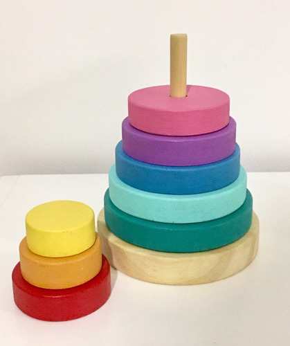 torre apilable. juguete estilo montessori.