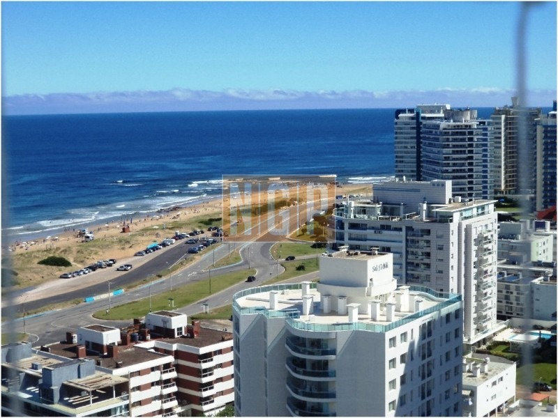 torre categoria !!!!  consulte punta del este departamento en piso alto, hermosa vista al mar, muy bien equipado. -ref:9603