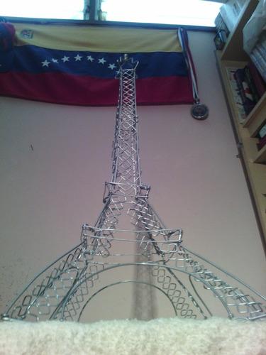 torre eiffel en alambre y algo más