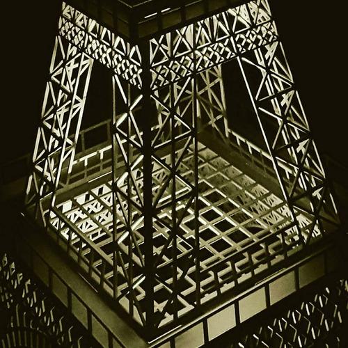 torre eiffel mdf 2,20 metros com base de iluminação led rgb