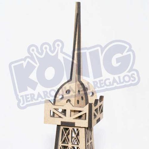 torre eiffel réplica armable en madera, jerarquía en regalos