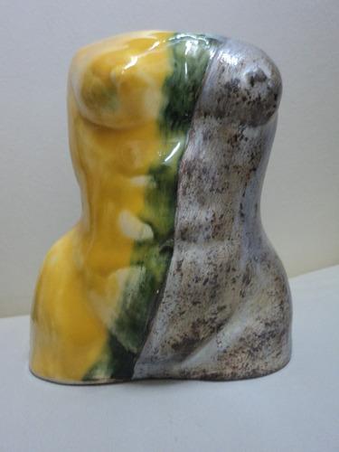 torso de cerámica