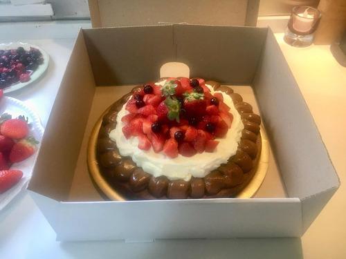 torta brownie con dulce de leche y crema/ merengue. belgrano
