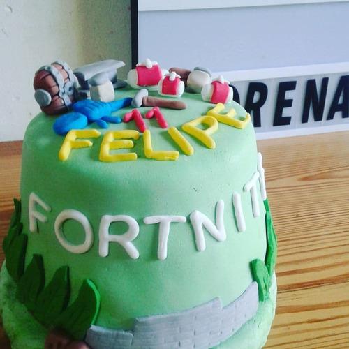 torta fortnite 2 kg + 12 cupcake