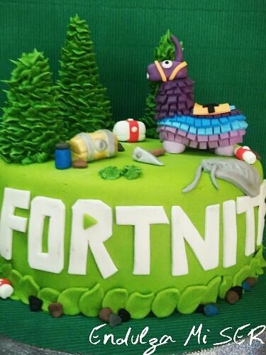 torta fortnite decorada