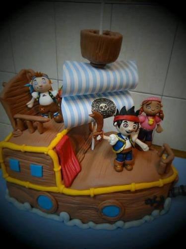 tortas decoradas con formas especiales guitarras , barcos ..