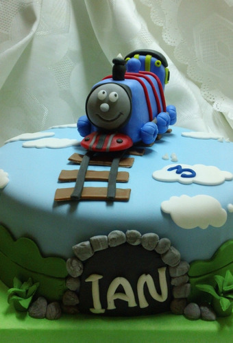 tortas decoradas tren thomas con adorno!!! 2,5kg