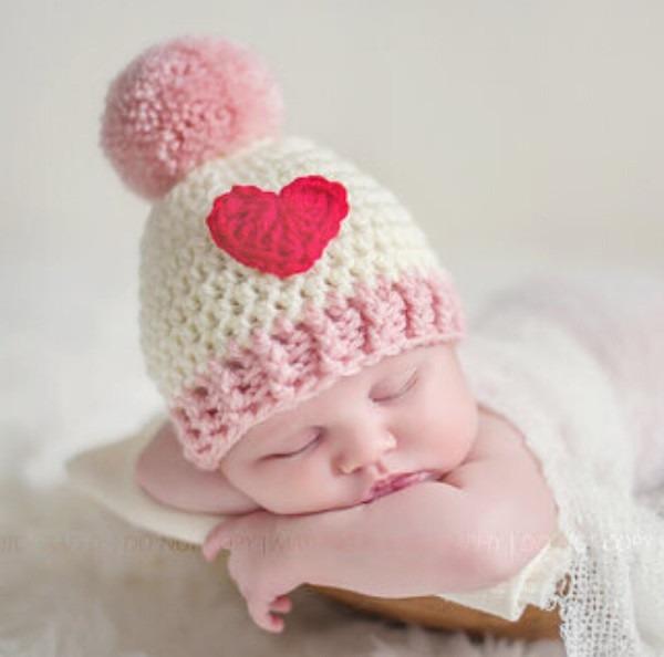 Touca Coração Em Crochê Gorro Newborn Para Bebês Fotografia - R  32 ... 4b94932ea2e